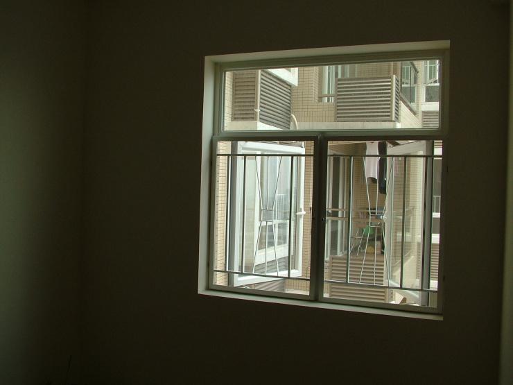 图片:拍了几张房子和窗外的风景,南向风景没有北面的好看,呵呵