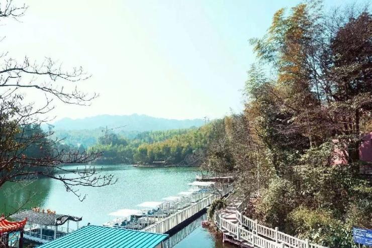 天岛湖项目位于贵州省赤水市厥基坝水库(九曲湖景区核心区域)