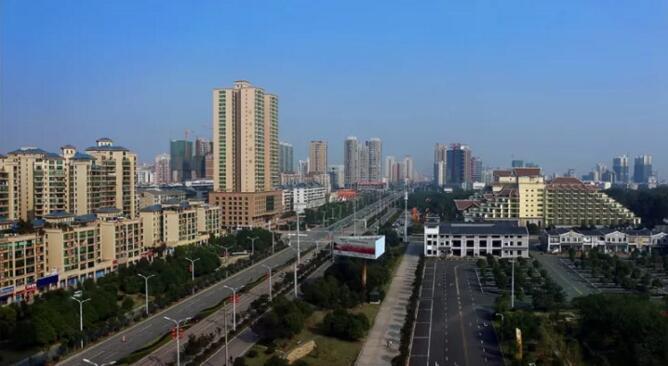 衡阳,也不例外,百年城市中轴——解放大道,犹如城市生命的经脉,贯穿
