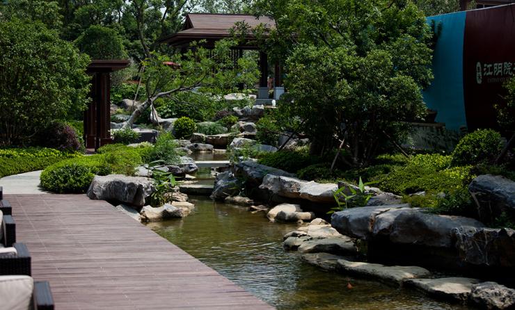 小院山石绿化设计图
