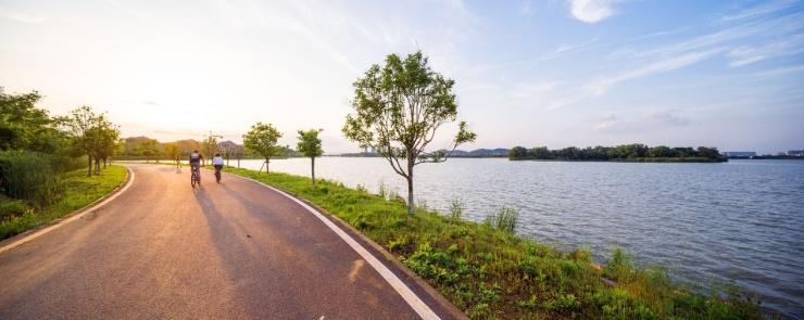 该绿道总长度110公里,相当于2个半马拉松跑道长度.