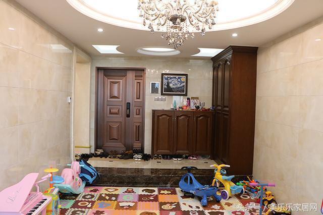 第一套房子装修的时候没有经验,全屋刷乳胶漆,客厅墙面和餐厅墙面久了