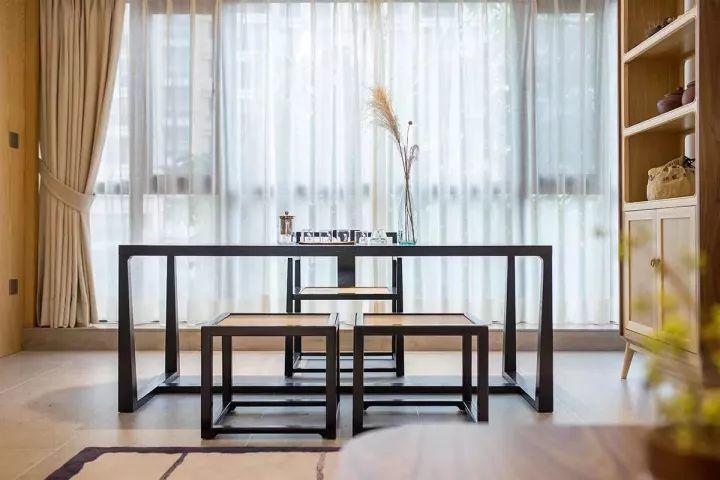 80㎡新中式素雅两居,尤爱那阳台打造成的茶室,充满禅意!