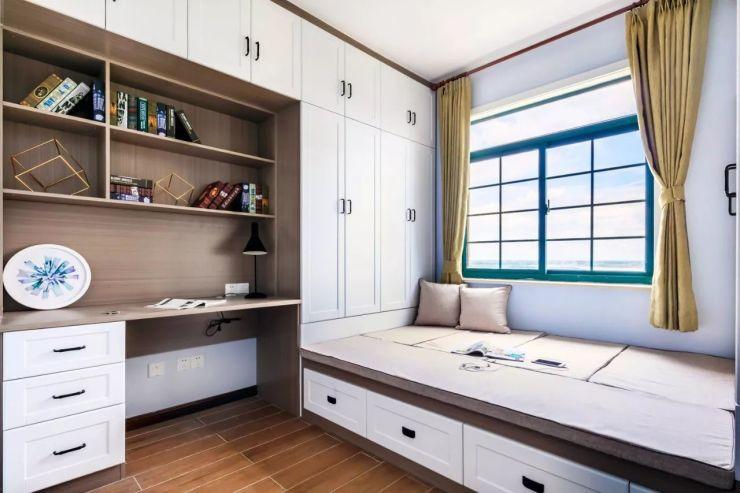 记住,小卧室一定要做个书桌柜!