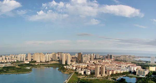 由华侨城集团与青岛西海岸旅游投资集团合作打造,是继琅琊台度假海岸