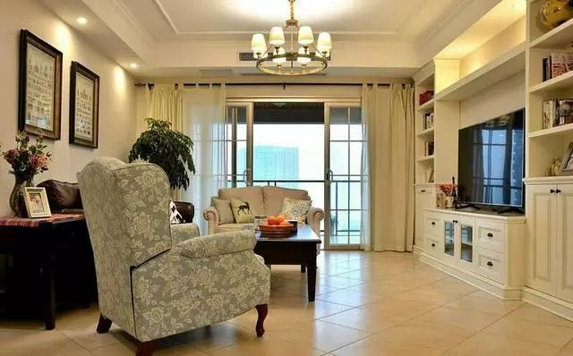 地砖挺好的,拼花效果的,与客厅之间也加了过门石.