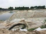 江苏泰兴长江边倾倒数万吨污泥 两年未整改还变本加厉