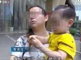 2岁宝宝伸手推门,一下掉进黑漆漆看不见底的……妈妈哭了