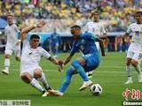 VAR取消点球判罚 巴西队补时连入两球2-0取胜
