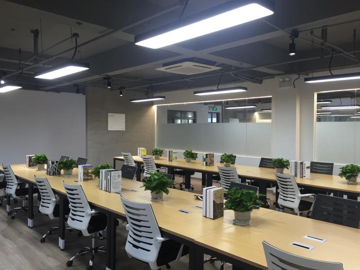 张江微电子港地铁口 大小面积都有 全新装修带家具,现房实拍
