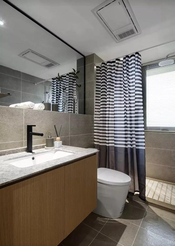 卫生间想做干湿分离,玻璃隔断和浴帘,你更钟情哪一种?