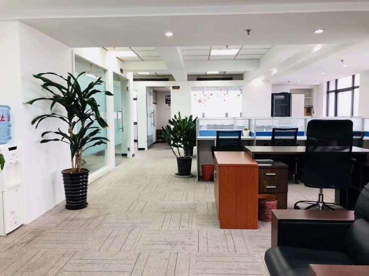 世和中心 地铁口150平精装带家具隔断直接入驻办公