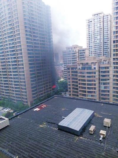 河南某市一小區爆炸起火居民重度燒傷 或為天然氣泄漏所致