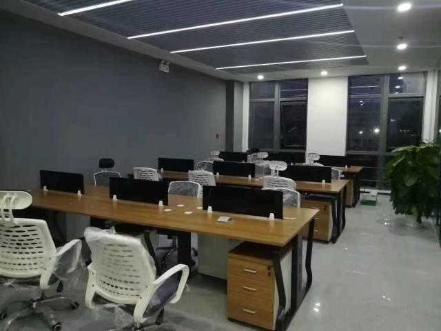 展想广场 地铁口350平精装修带家具可直接入驻办公