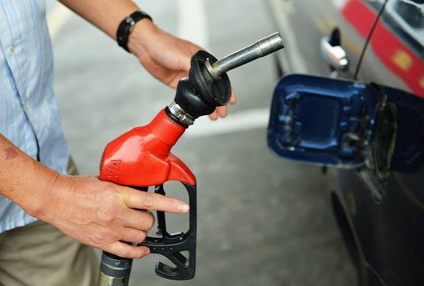 油价迎年内最大涨幅 92号汽油每升上调0.22元