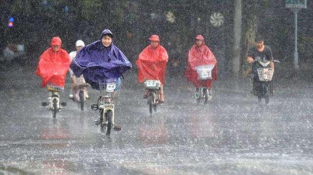 海綿城市初露成效,今年雨季城區道路排水良好,市民出行方便