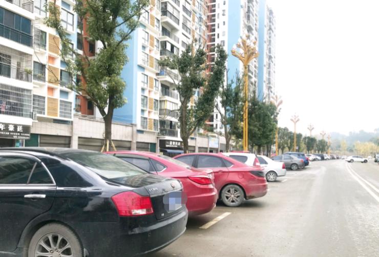 """停车场空荡荡,马路边""""打涌堂"""""""