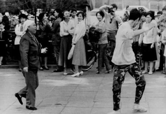 与80年大咖共舞青春|金城中心&草莓音乐节,陪父母回忆青春