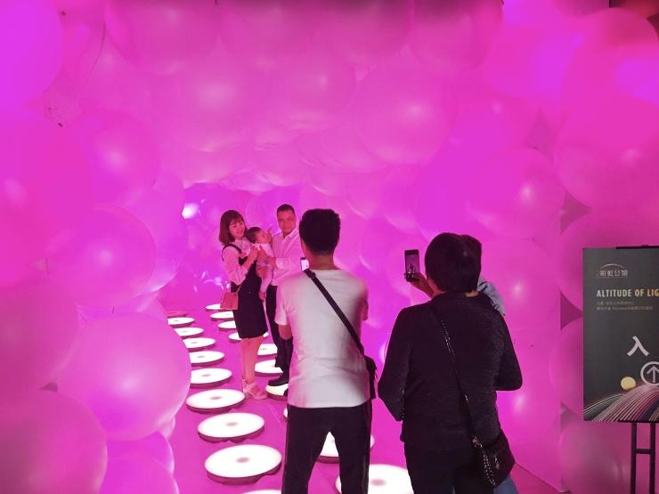 方直·彩虹公馆光彩绽放,网红光影艺术展等你来打卡!