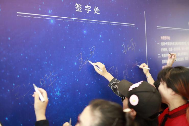 近500名业主共同起草!上海龙湖天璞发布业主公约,创造有温度