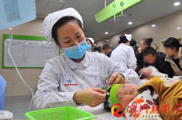 流感患者扎堆,为三年来同期最多 中心医院儿科一座难求