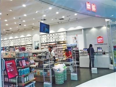 名创优品主要经营各类家居日用品,包括毛巾、鞋帽、化妆品等。