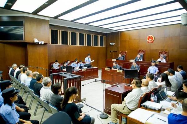 """上海一中院一审公开开庭审理""""快鹿系""""集资诈骗案"""