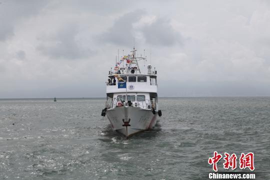 """庆祝中国""""航海日"""" 广东惠州执法船盛装巡航"""
