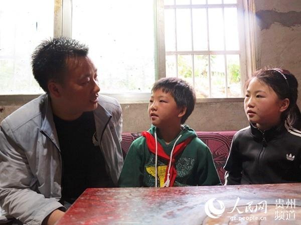 扶贫干部杨德志:经常半夜不回家 两个孩子不敢哭