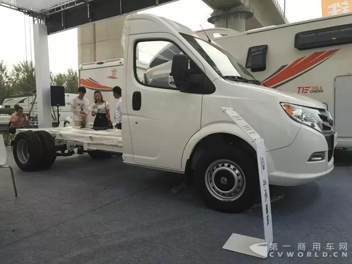 专为改装而生 东风御风北京房车展发布一款新品
